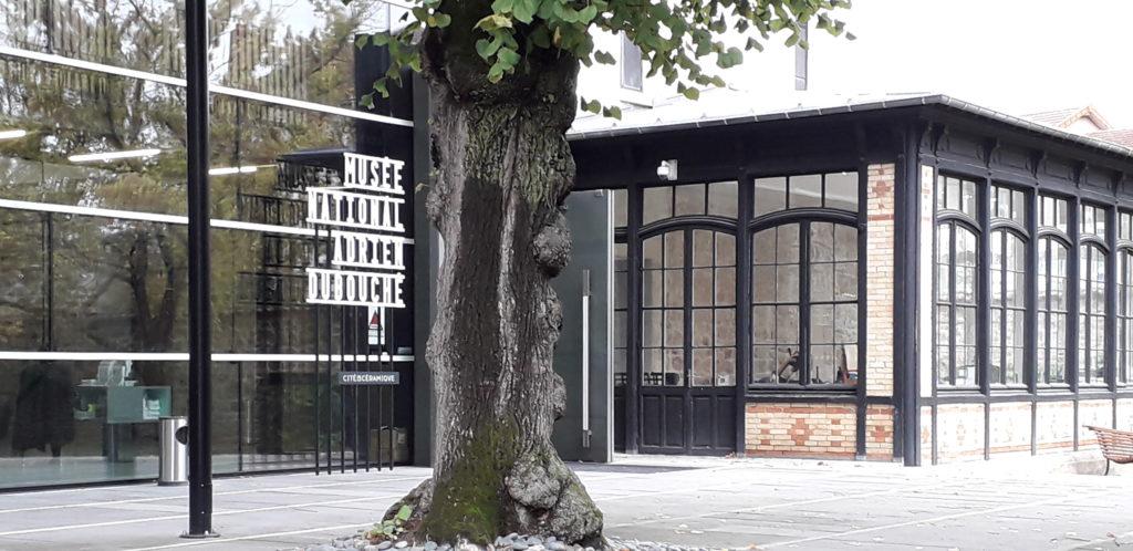 unusual museum + french language